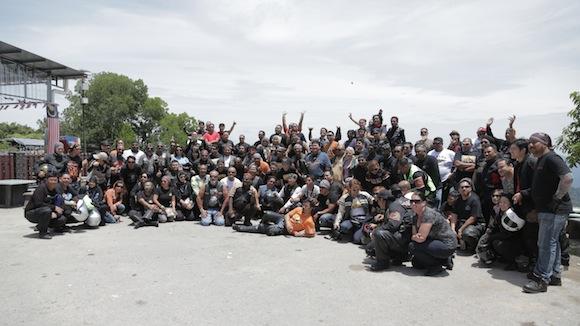 Group shot atas banjaran Titiwangsa. Can you see me?